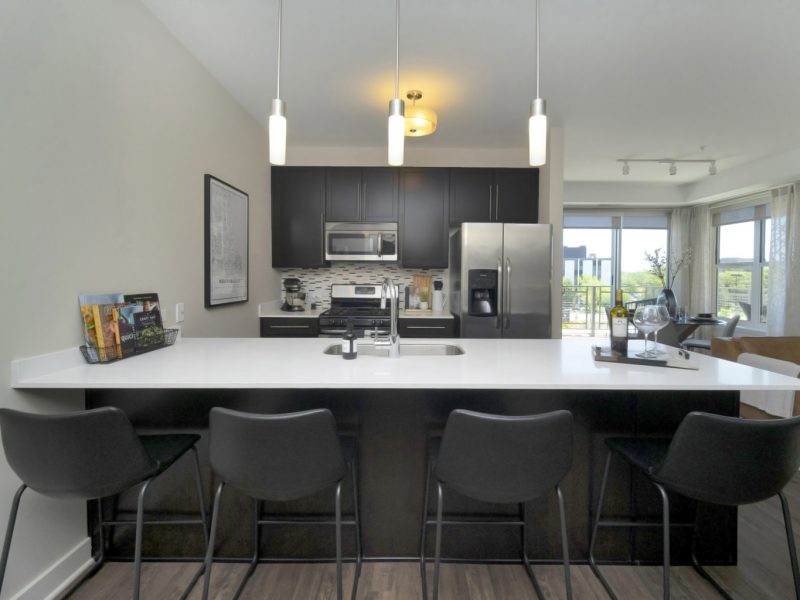 This image shows the premium feature in the luxurious kitchen island featuring the ideal gourmet open kitchen with a breakfast bar touching the elegant dark and light tone that was ideal for a contemporary design.